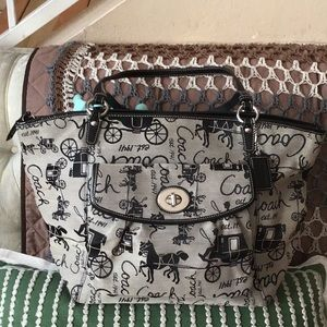 Pre-owned. Horse and Carriage Tote Bag